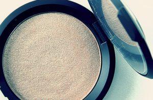 Nowość w mojej kosmetyczce: Becca Shimmering Skin Perfector Pressed