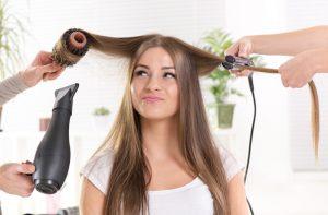 Fryzjer też człowiek, pracować musi. Czego nie lubią fryzjerzy?
