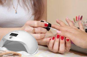 Lampa do manicure hybrydowego. Jak wybrać najlepszą?