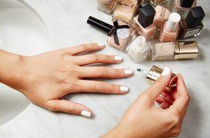 Jak ułatwić sobie pielęgnację i stylizację paznokci?