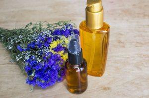 Nafta kosmetyczna na włosy – warto czy nie? Retro-odżywka pod lupą