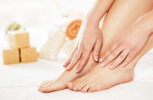 Jeden krok do pięknych stóp: jak stosować skarpetki złuszczające?