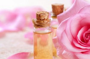 Pielęgnacja usłana różami. Woda różana i olejek różany – najsilniejszy duet kosmetyczny