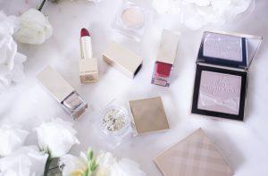 Nowości od Burberry: rozświetlacze i szminki z serii Festive