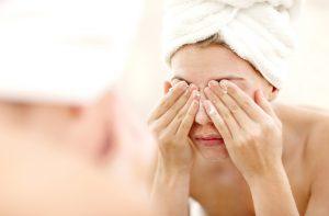 Jak zrobić demakijaż twarzy i oczu? Poznajcie moje sztuczki!