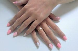 Manicure hybrydowy krok po kroku. Jak nakładać i zdejmować lakier hybrydowy, żeby nie zniszczyć paznokci?
