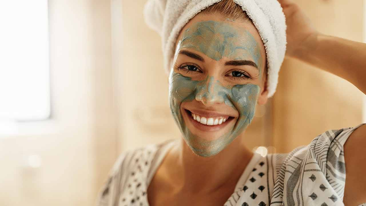 Loreal-Paris-BMAG-Article-10 Face Mask Mistakes You Could Be Making-D
