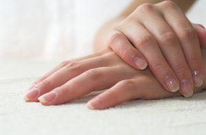 Bielactwo paznokci – co musisz wiedzieć, żeby je wyleczyć?