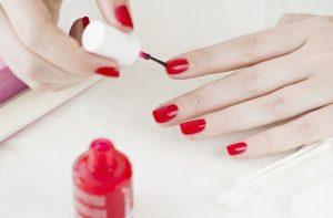 Jak dbam o dłonie i paznokcie? Domowe sposoby i najważniejsze zasady
