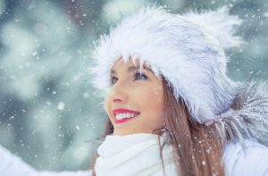 Błędy urodowe popełniane zimą, których skutki odczuwasz przez cały rok