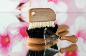 Czyszczenie szczotki do włosów. Jak to zrobić?